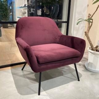 肌触りの良いベルベット素材のソファ