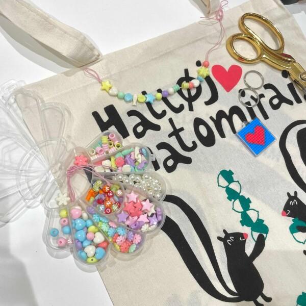 スタッフみんなでバッグをもっと可愛く…!♥